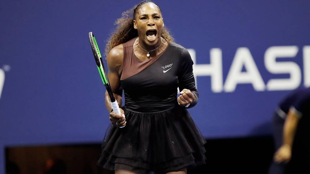 Serena Williams vann semifinalen i två raka set.