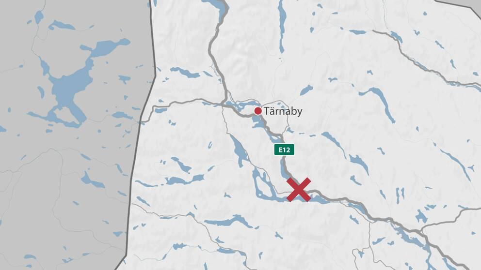 En karta över delar av Västerbotten där platsen där de hittade mannen är markerad med ett rött kryss.