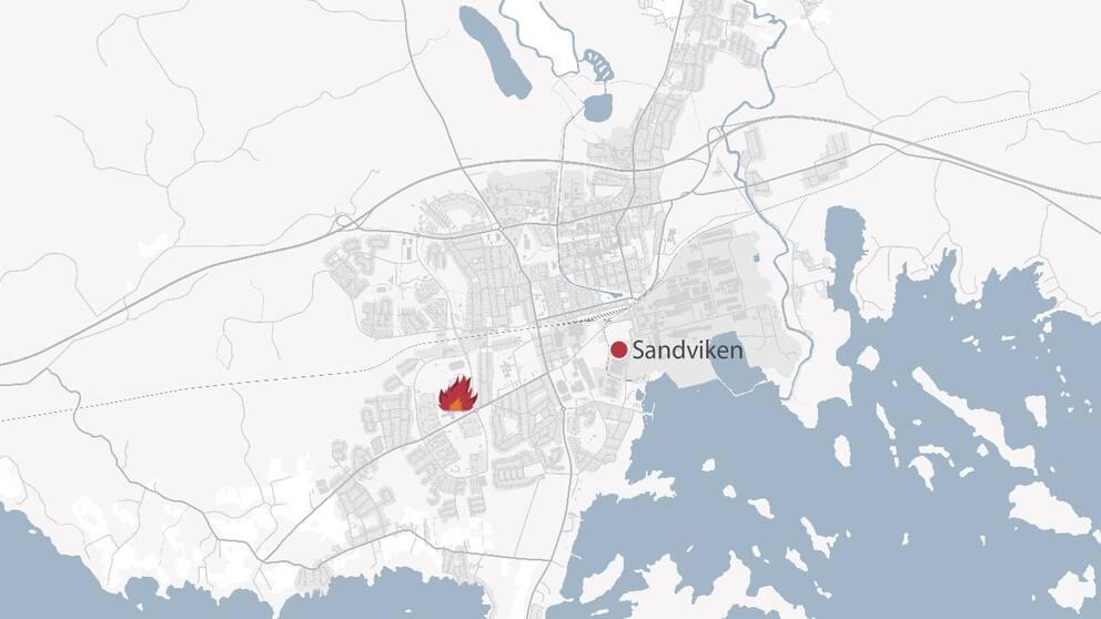 En karta över Sandviken där platsen för branden är markerad med en symbol för en eld.