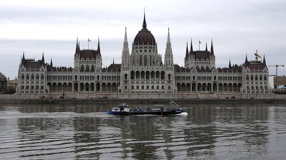 I allt fler parlament i Europa finns högernationalistiska partier representerade. I Ungern har Viktor Orbán två tredjedels majoritet i parlamentet och kan därmed ändra grundlagen.