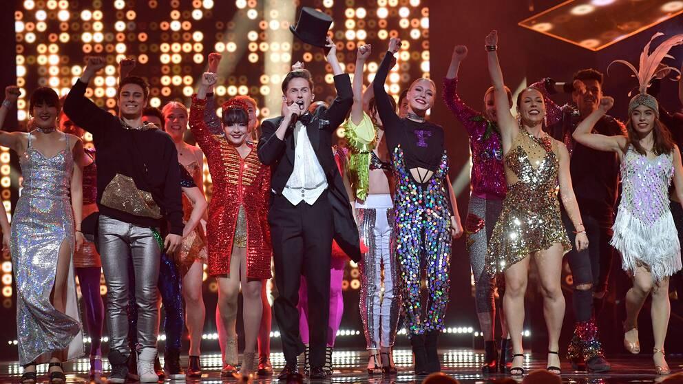 Programledaren David Lindgren underhåller under 2018 års final i Melodifestivalen i Stockholm.