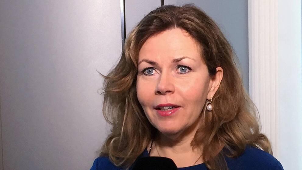 Europaparlamentarikern Cecilia Wikström (L) anser att EU borde inlett ett förfarande mot Ungern tidigare.