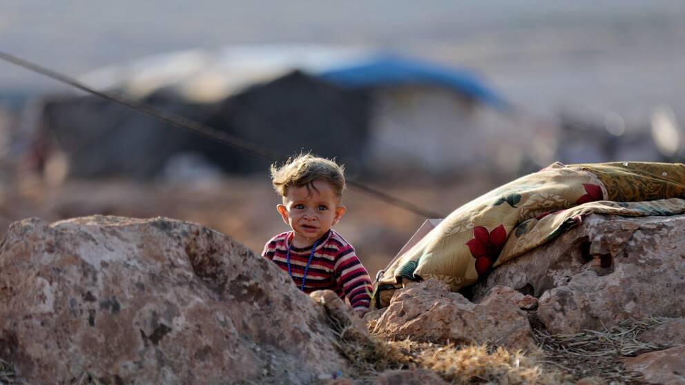 Ett barn i närheten av ett flyktingläger i Idlib i norra Syrien.