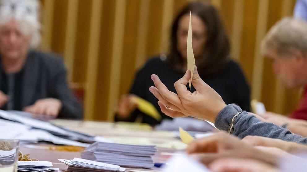 Rösterna räknas i Rådhushallen i Malmö i den så kallade onsdagsräkningen i valet 2018. T