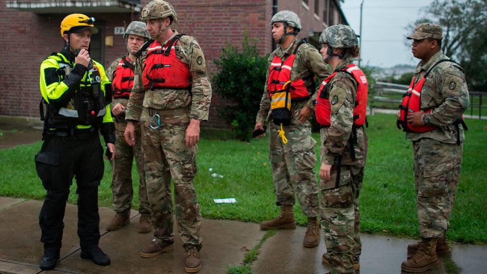 Soldater är i North Carolina för att hjälpa de drabbade.