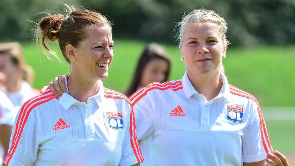 Lotta Schelin och Ada Hegerberg tillsammans i Lyon 2015.