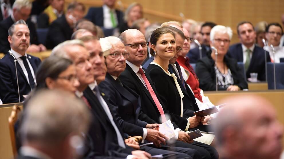 Regeringen och kungafamiljen under riksmötets öppnande 2017.
