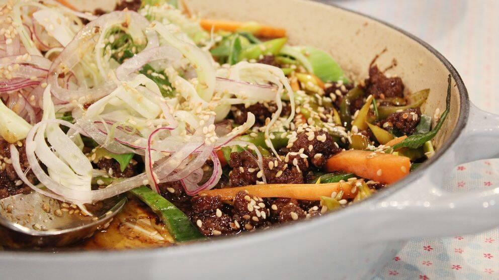 Köttfärs Yakiniku med sesamtopp och limesyrad fänkål.