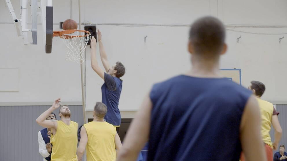 Köpings Stars tränar inför premiären i Basketligan.
