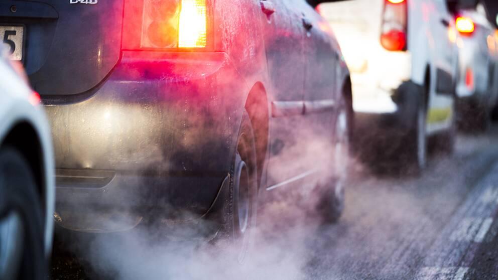Europaparlamentet har röstat för skärpta regler för koldioxidutsläpp för nya bilar från år 2030.