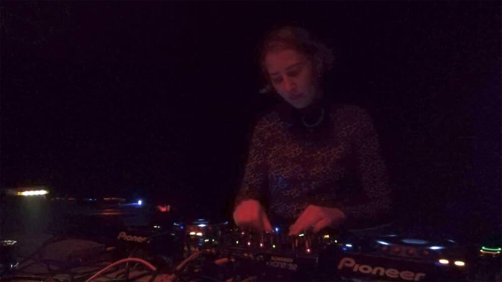 Carlotta Jacobi arbetar som dj på technoklubbar i Leipzig.