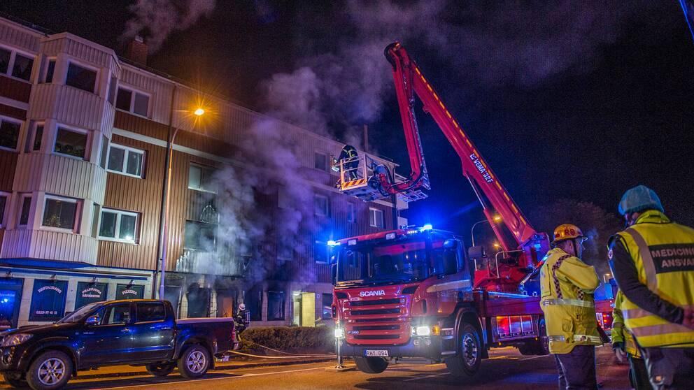 Flerfamiljshuset evakuerades i samband med branden.