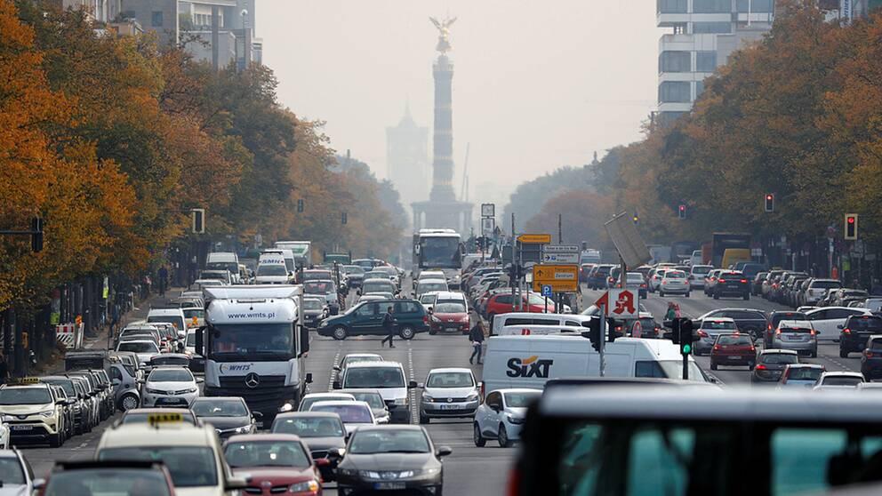 Kaiserdamm i Berlin är en av de genomfartsleder där förbud mot gamla dieselbilar införs redan i år.