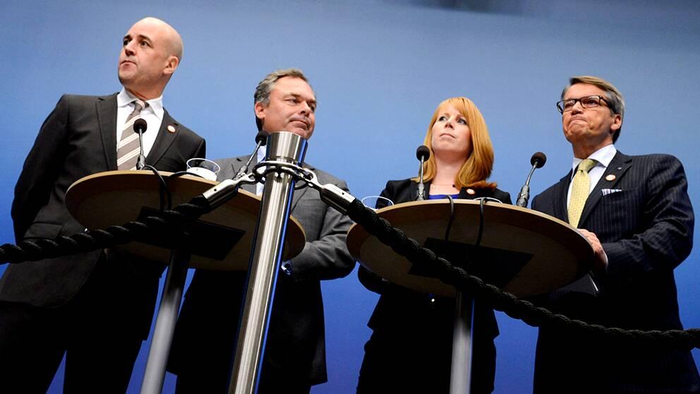 Fredrik Reinfeldt (M), Jan Björklund (FP), Annie Lööf (C) och Göran Hägglund (KD) vid en pressträff på Rosenbad.