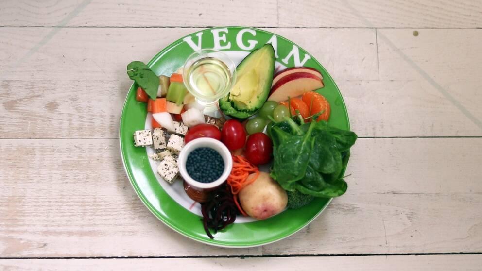 Tallrik med veganmat.