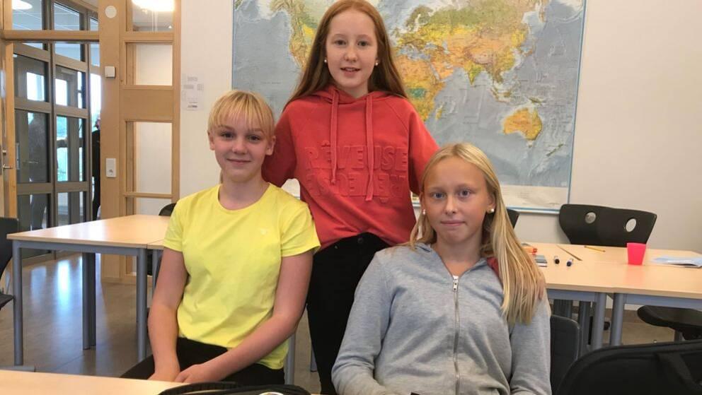 Eleverna som vill förbjuda leksaksvapen. Från vänster: Elvira Ågersten, Alice Lindberg och Polly Rudstam.