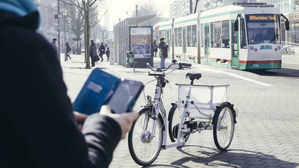 Den förarlösa elcykeln ska kunna styras av en app i framtiden.