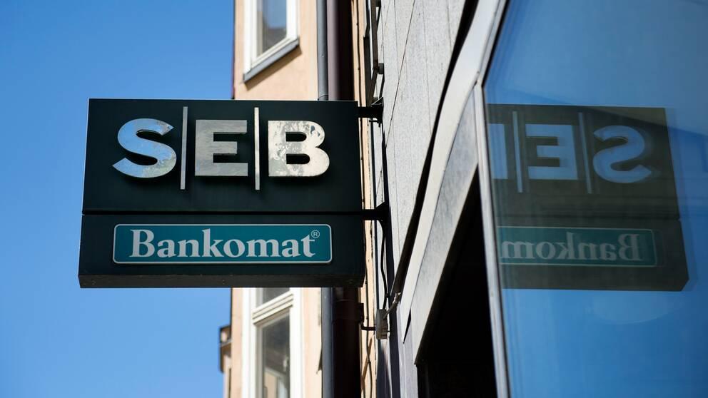 En bankomat utanför ett av SEB:s bankkontor i Stockholm.