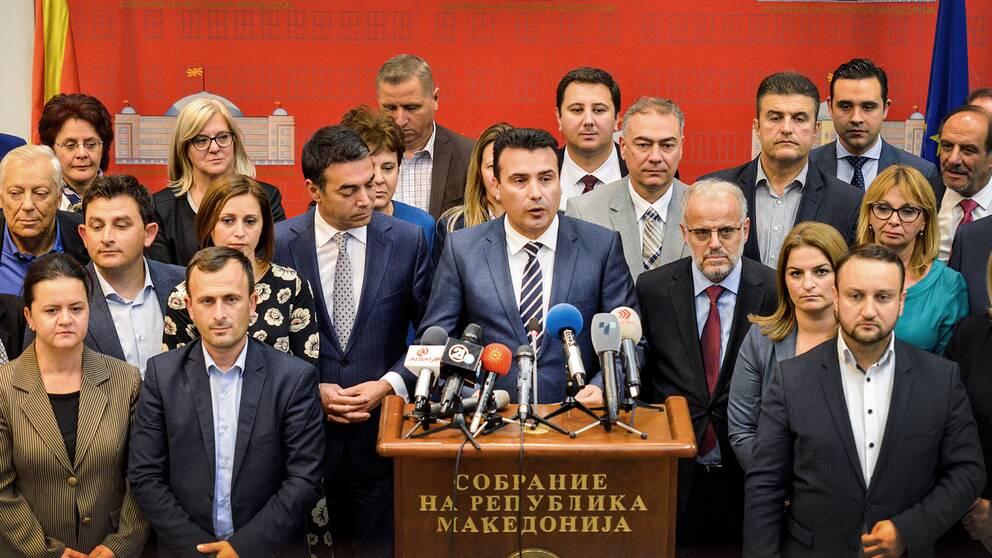 Premiärminister Zoran Zaev höll under fredagskvällen en pressträff efter att parlamentet röstat ja till ett lagförslag om att byta namn till Republiken Nordmakedonien.
