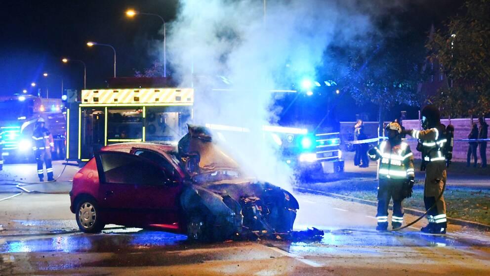 Den ena bilen började brinna i samband med frontalkrocken i Tygelsjö