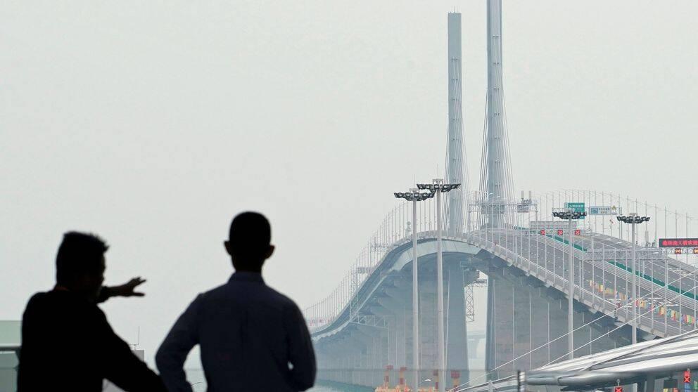 Vy över den nya bron från Zhuhai.