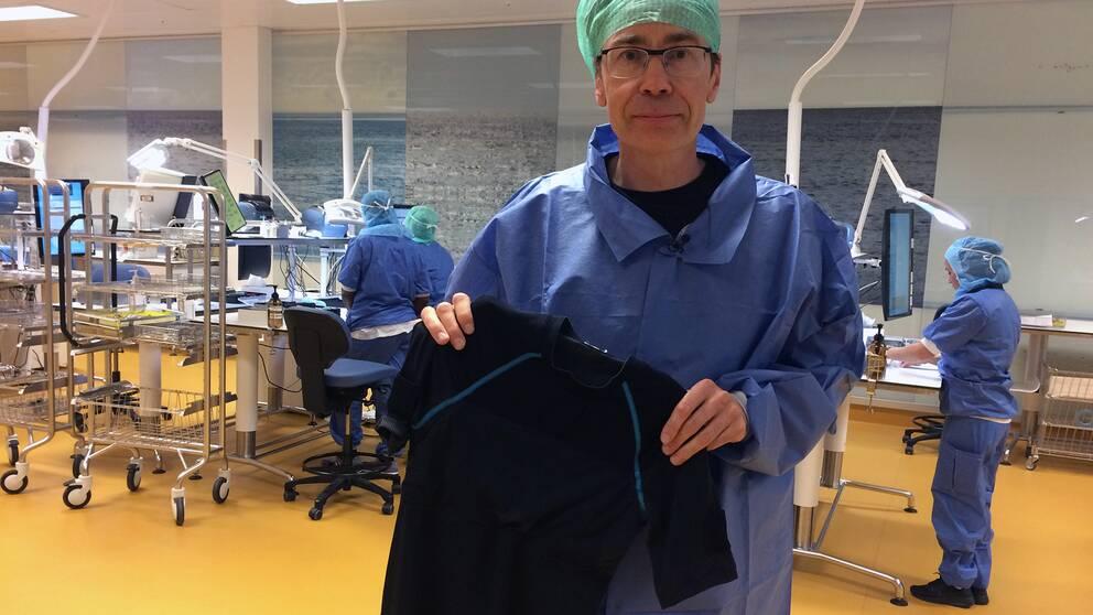 Mikael Forsman, professor i ergonomi vid Karolinska institutet, är en av personerna bakom den uppkopplade tröjan.