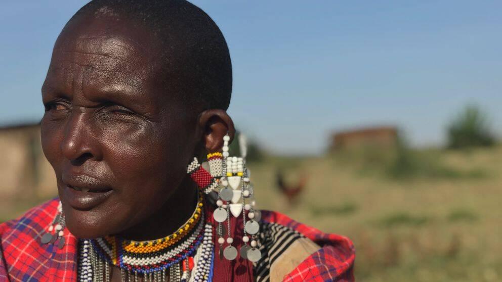 I Tanzania har tiotusentals massajer beordrats lämna sina marker. Där ska istället privata företag bygga lyxhotell för att anordna exklusiva jaktsafaris.