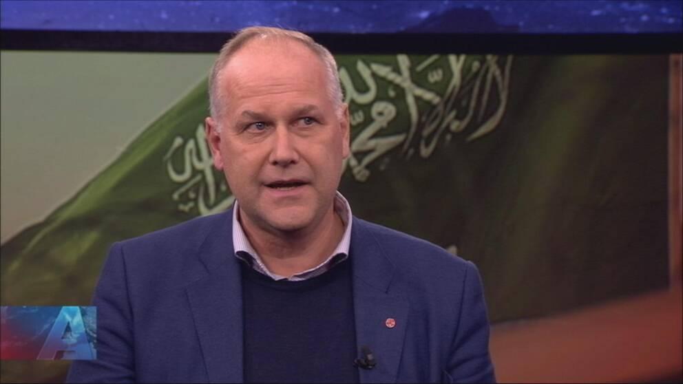 Vänsterpartiets partiledare Jonas Sjöstedt riktar skarp kritik mot Stefan Löfven.
