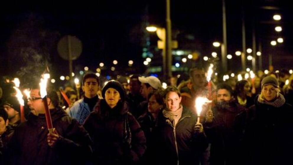 I kväll är det tio år sedan brandkatastrofen på Backaplan i Göteborg när 63 unga dog.