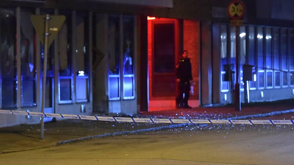 Polisen har spärrat av ett område runt trafikskolan under natten.