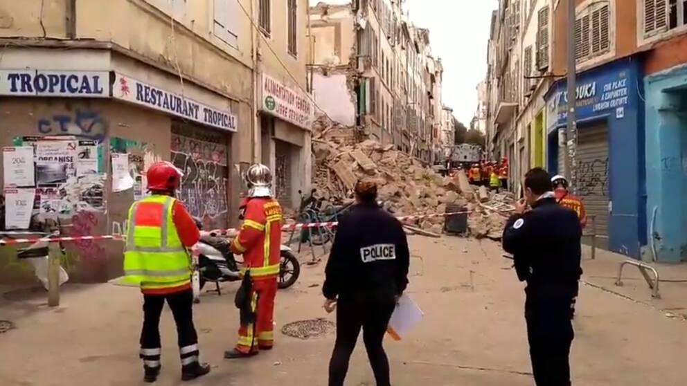 En byggnad i centrala Marseille har rasat samman.