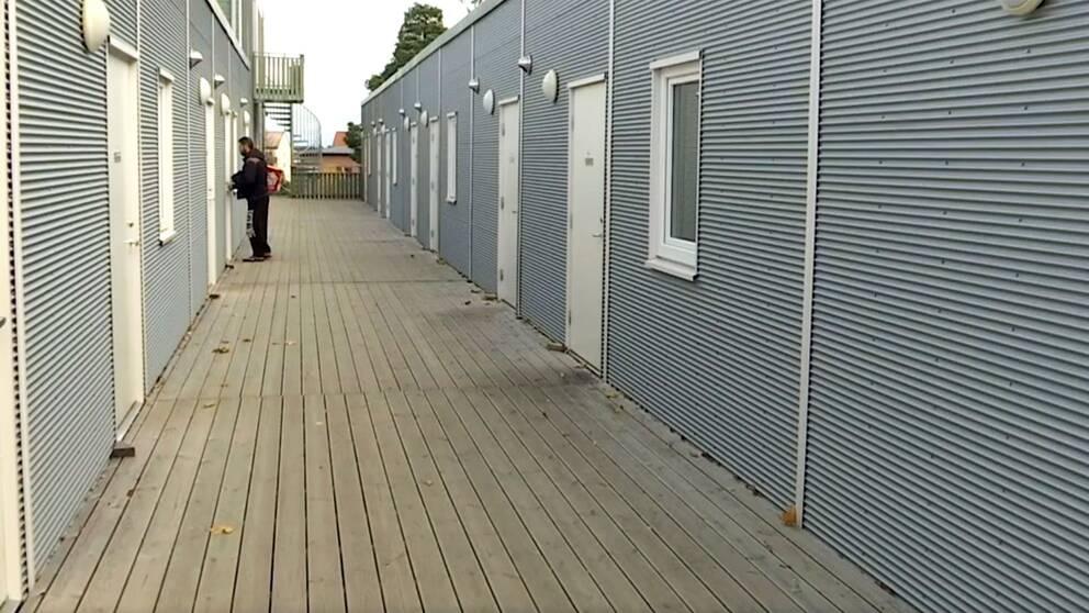 Modulhus i Solna där nyanlända bott i under två år och nu blivit vräkta ifrån.