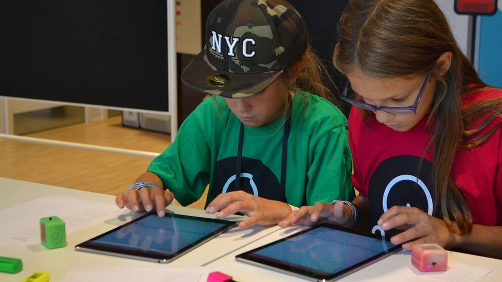 Att lära unga tjejer att programmera är tanken bakom innovationsprojektet.