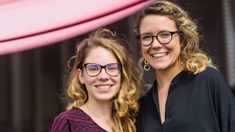 Dora Palfi och Beatrice Ionascu vill att unga tjejer ska lära sig att programmera genom att digitalt designa telefonfordral. De är nu bland de tio bästa i en stor EU-tävling.