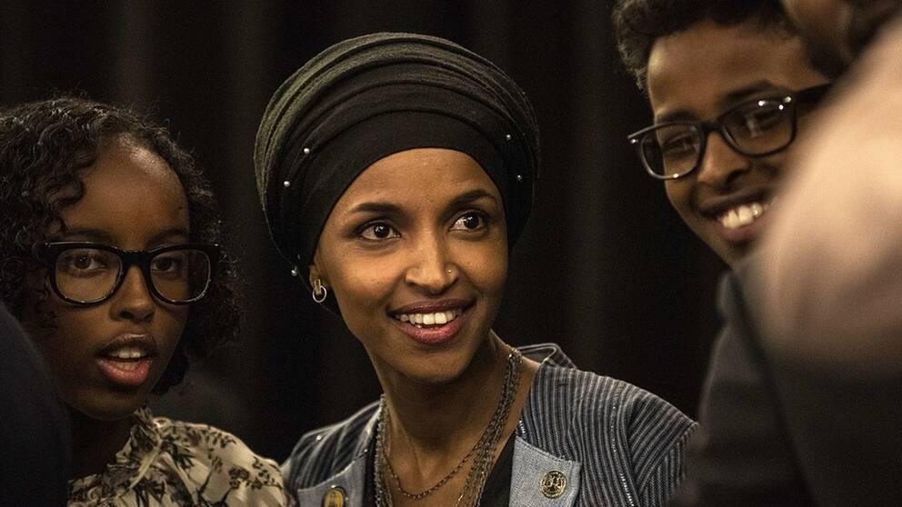 Demokraten Ilhan Omar är den första muslimska kvinna som tar plats i den amerikanska kongressen.