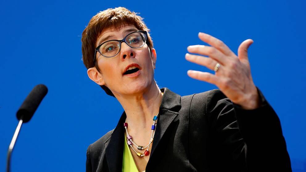 Annegret Kramp-Karrenbauer vill bli ny partiledare för Angela Merkels kristdemokratiska parti.