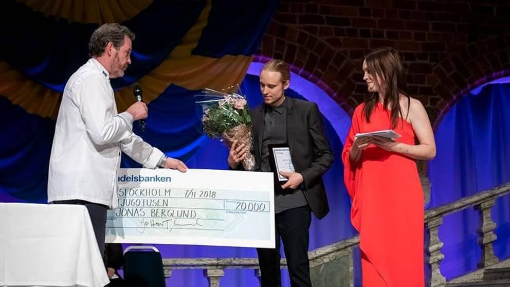 Möbelsnickaren Jonas Berglund från Lucksta fick stipendium som årets gesäll