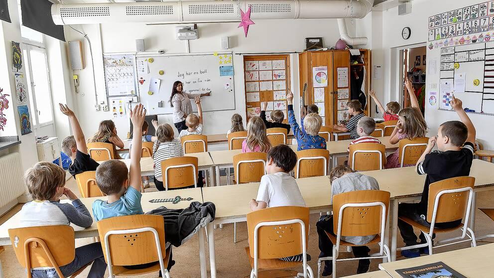 Klassrum med elever och lärare