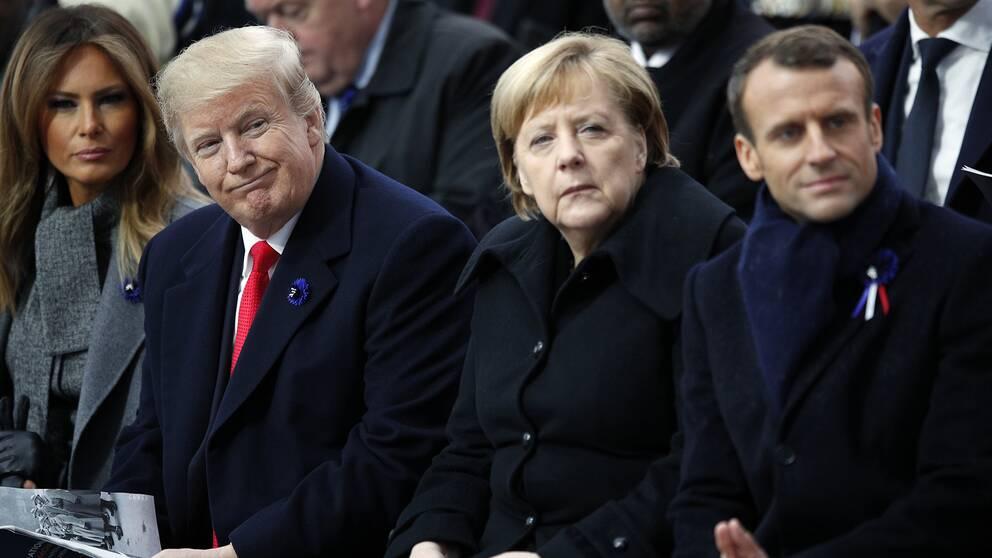 Presidentfrun Melania Trump, USA:s president Donald Trump, Tysklands förbundskansler Angela Merkel och Frankrikes president Emmanuel Macron deltar i ceremonierna i Paris.