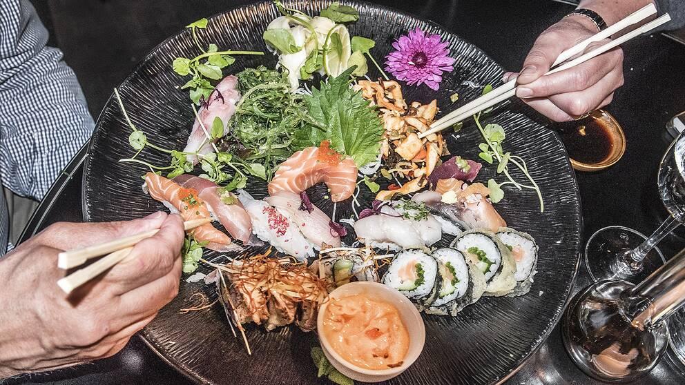 ushi och sashimibitar på restaurang Ljunggren på Götgatan.