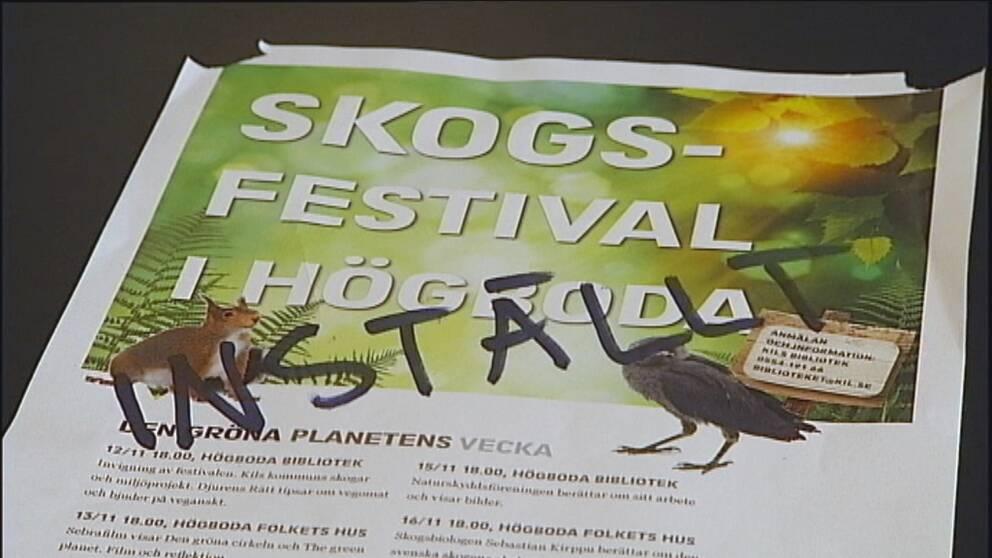 Affisch med text om festivalen som nu är inställd.
