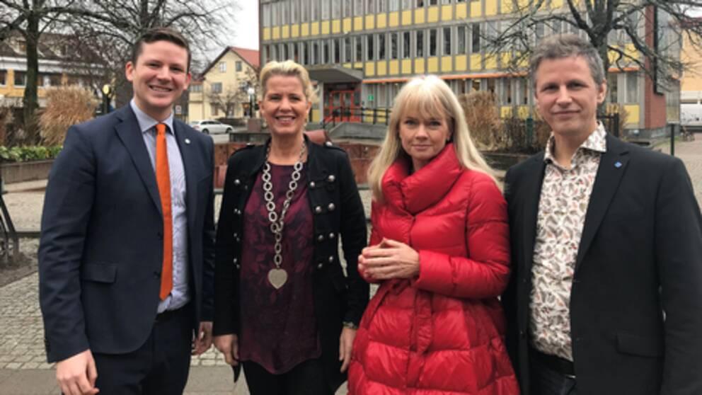 Alliansen i Lerum. Från vänster Alexander Abenius (M), Eva Andersson (C), Lill Jansson (L) och Christian Eberstein (KD).