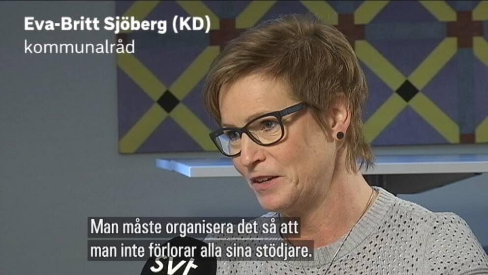 """Porträttbild på Eva-Britt Sjöberg med texten: """"Man måste organisera det så att man inte förlorar alla sina stödjare."""""""