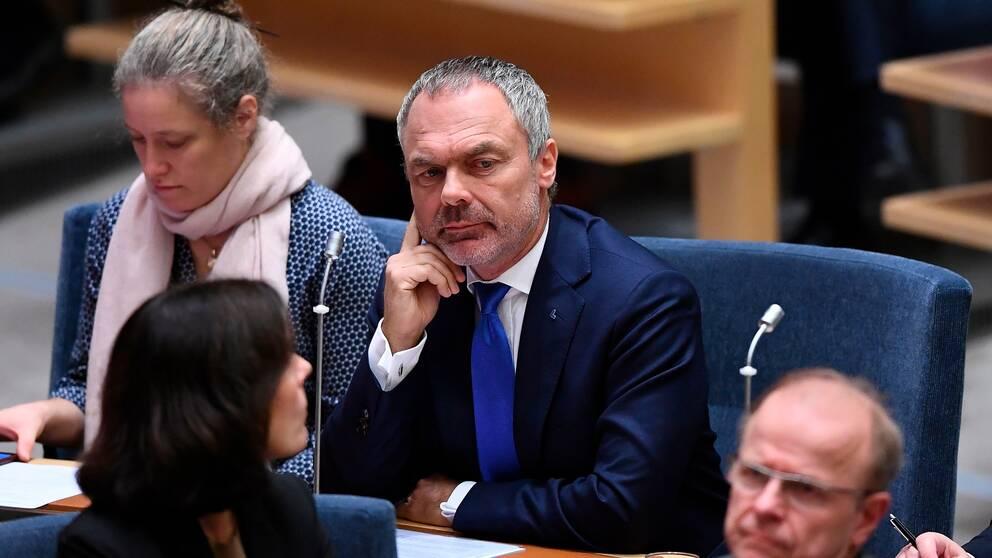 """""""Finns det någon sådan överenskommelse färdig, till exempel mellan Alliansen och Miljöpartiet, före den 12 december då finns det också en ny budgetöverenskommelse. Då röstar man igenom den"""", säger Jan Björklund."""