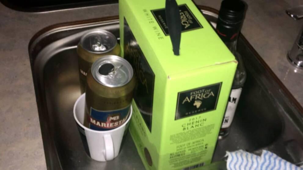 Polisen hittade både öl, vin och whisky i mannens husbil.