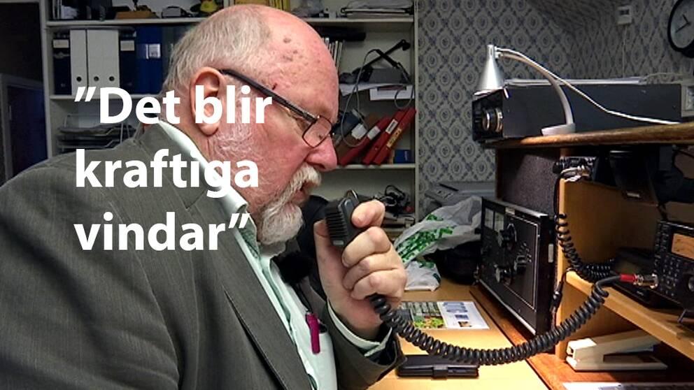 """Reino Larsson i samtal med Mike på kortvågsradion: """"Det här SK6JX – hör du mig?"""""""
