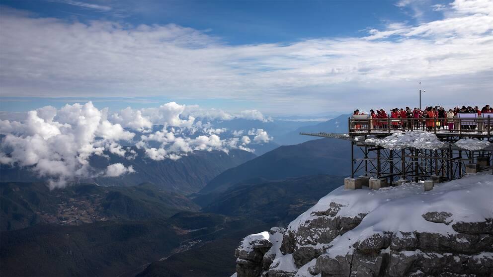 Turister vallfärdas till berget vilket har fått regeringen att sätta en gräns på 10.000 besökare per dag