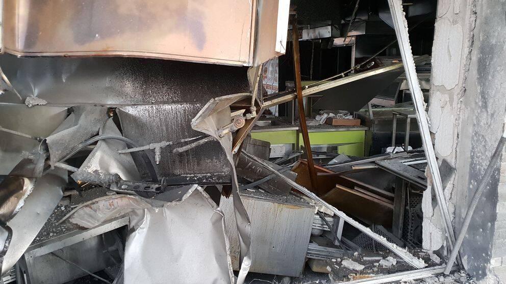 Stor förödelse efter bomb i restaurang