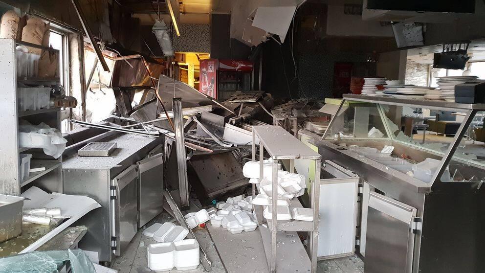 Stor förödelse i restaurang efter bomb