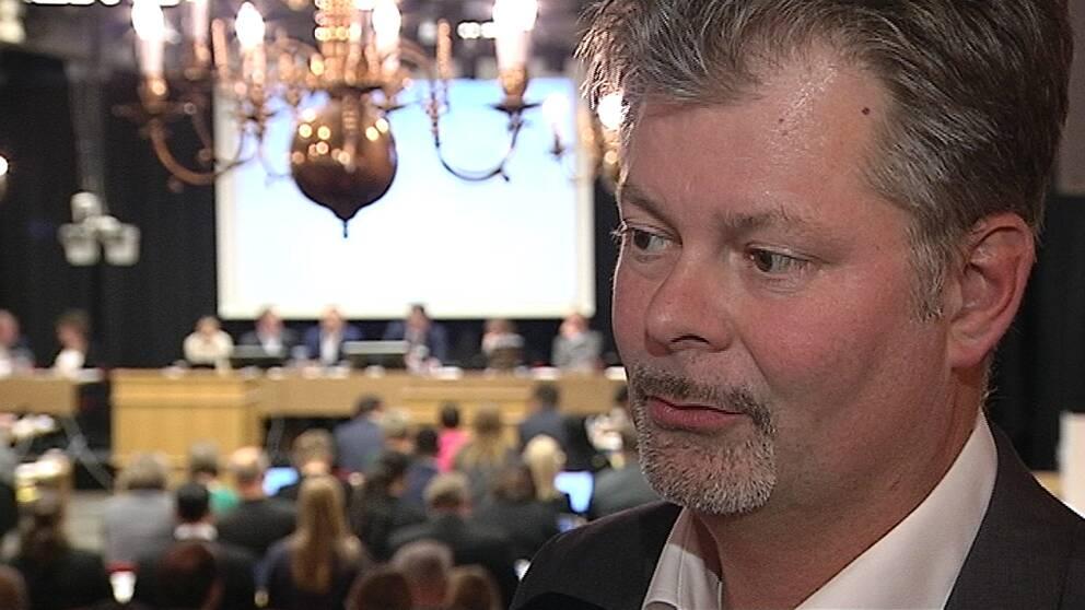 En bild på Axel Josefsson på kommunfullmäktige.
